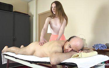 Petite girl offers sky pilot good enough massage and good fucking