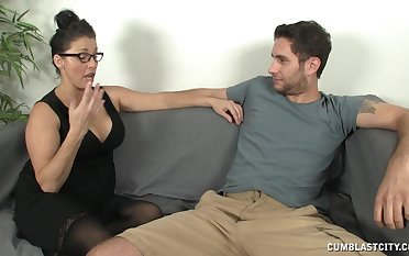 Mature brunette Stacie Starr connected with glasses makes the brush lover cum
