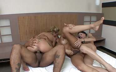 Bi-sexual lovers in exploitatory shemale foursome
