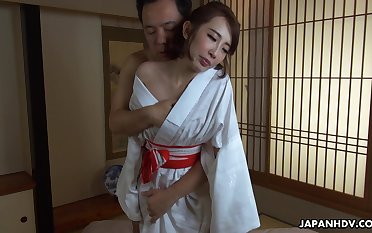 Geisha in enrobe Aya Kisaki is fucked and creampied wits one clients