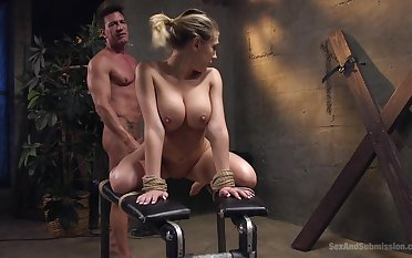 Kagney Linn Karter loves to feel friend's goof-up here her mouth increased by pussy