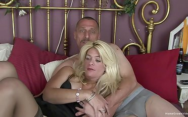 Horny mature couple make their first homemade pic
