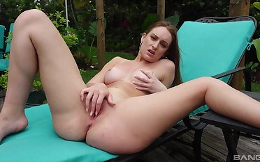 Solo beauty works magic in a back yard XXX play