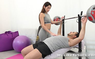 Sex-starved babe Vinna Thin as a rail seduces one man at the gym
