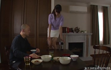 Skinny carve Shizuku Memori gets her pussy licked by her man