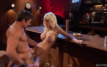 Hung dude nails Puma Swede at one's disposal a bar and makes her moan in ecstasy
