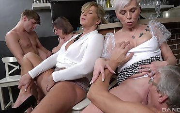 Young lad suits these elderly sluts away from fucking them all