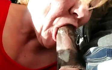 Old GILF gumming coloured dick and swallows
