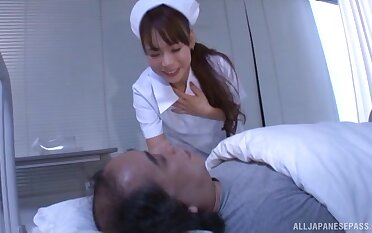 Playful doctor Takase An teases with lingerie and gives a blowjob