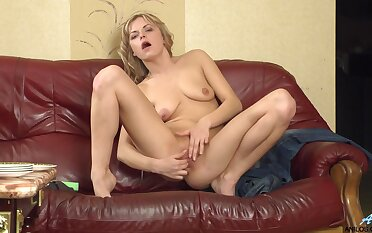 Saggy tits matured Ayda spreads her legs to be fucked on burnish apply sofa