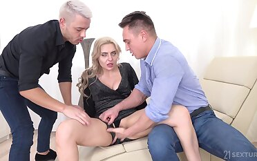 Ape penetration threesome ends nearly a facial be fitting of Caty Fondling