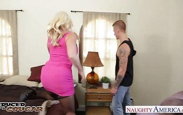 Blonde cougar Alura Jenson jump cock