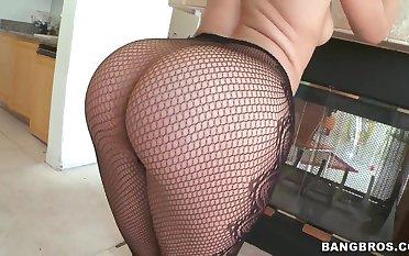 Anikka Albrite strips her ass for admirers