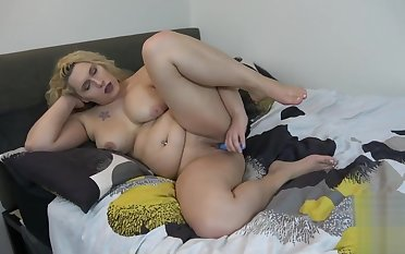 Randy solo tgirl wholesale toying her wet pussy