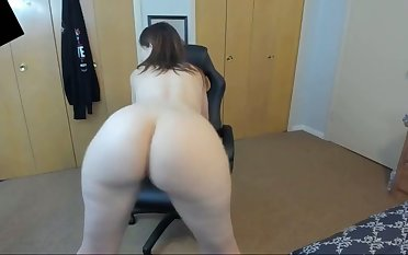 horn-mad stepmom twerking and flowing pain in the neck on webcam