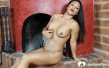 Amazing babe with long hair loves thither masturbate