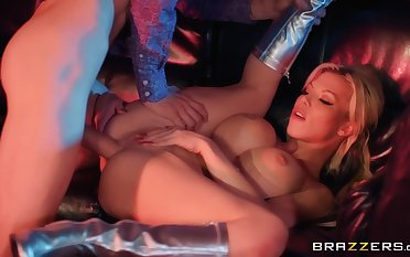Amateur drilled in all possible modes then jizzed on face